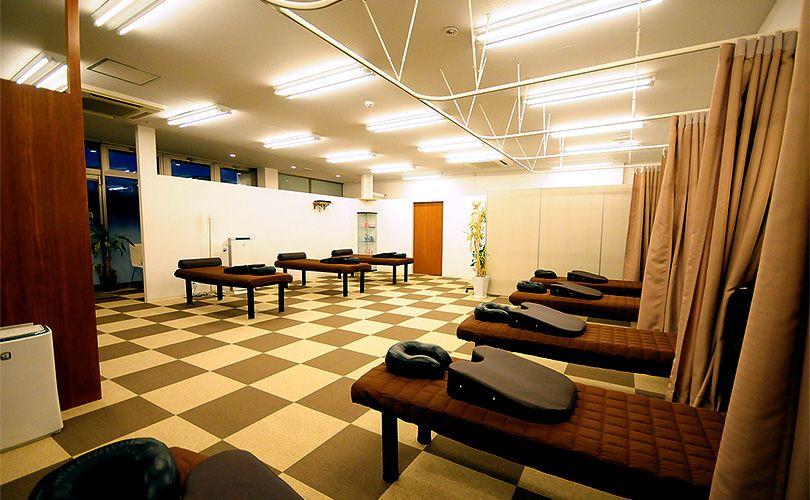 施術室では女性スタッフがあなたに合わせたオーダーメイドの施術いたします。