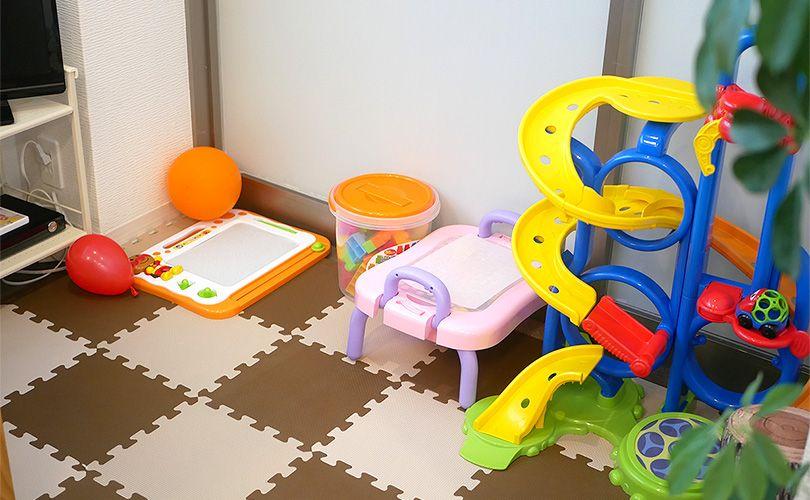 キッズルームには遊具も沢山用意しています。